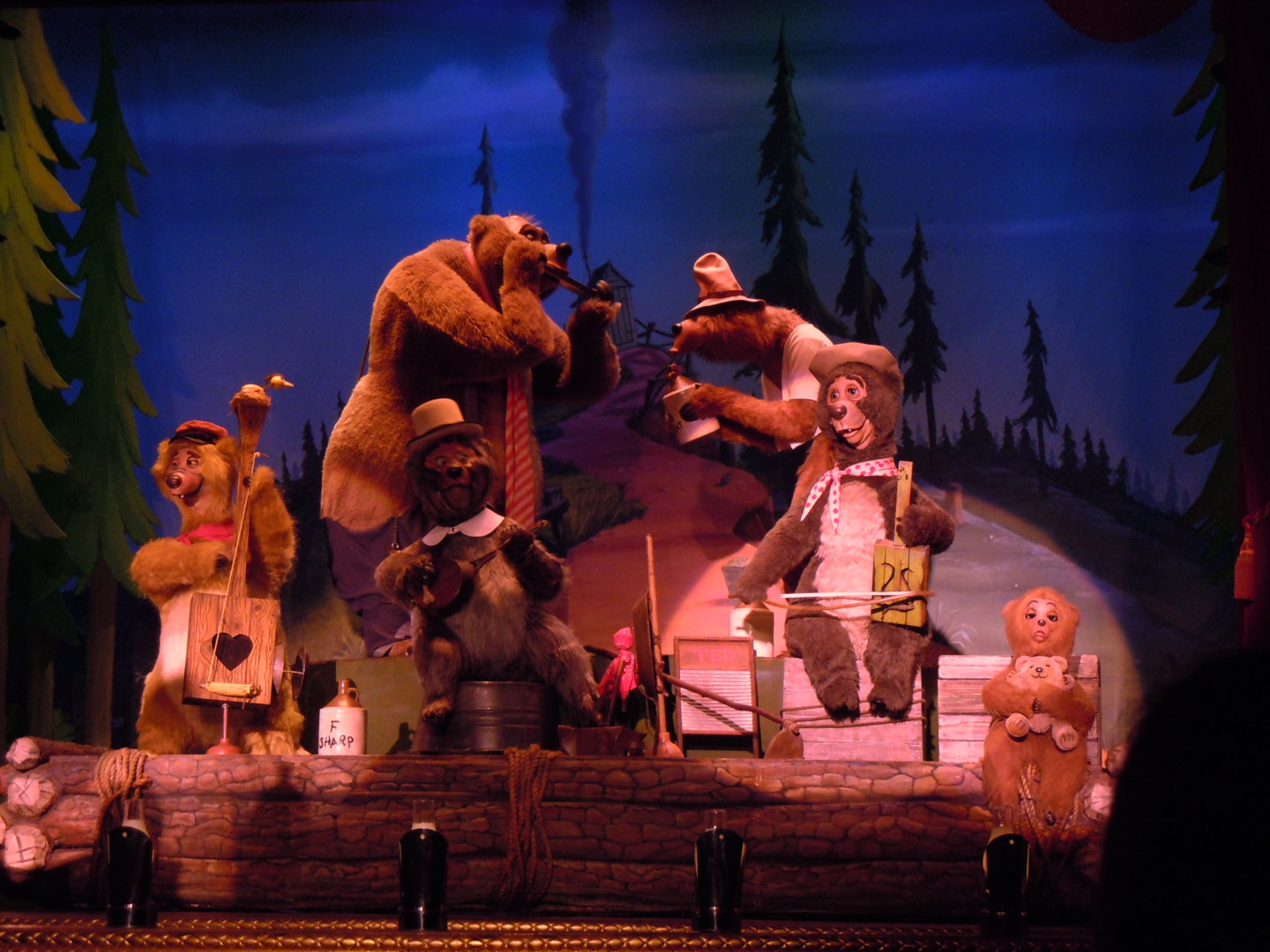 Country bears on stage performing at Disney World